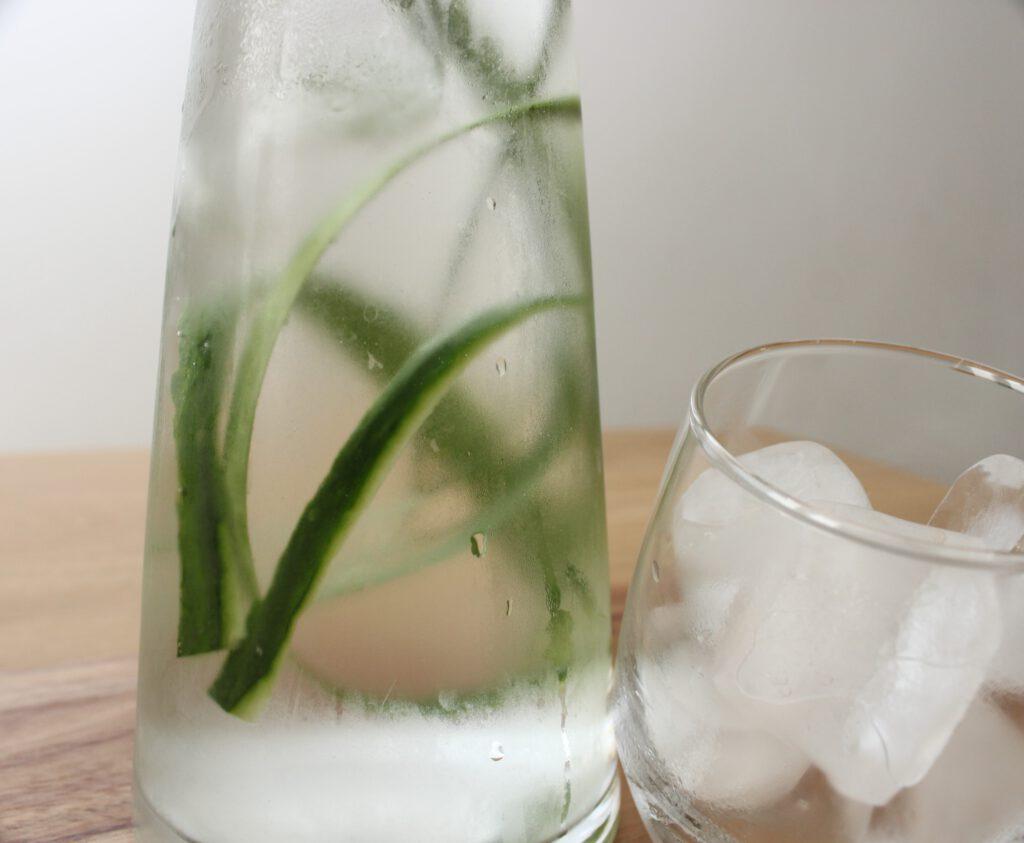 Water met komkomer