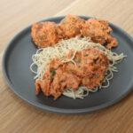Hete nyonya curry met tartaarballetjes en noodles