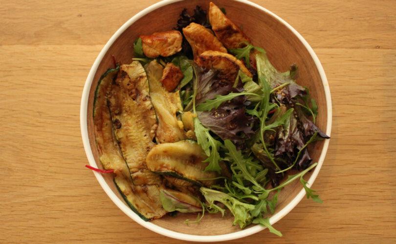 Salade met courgette en kalkoen
