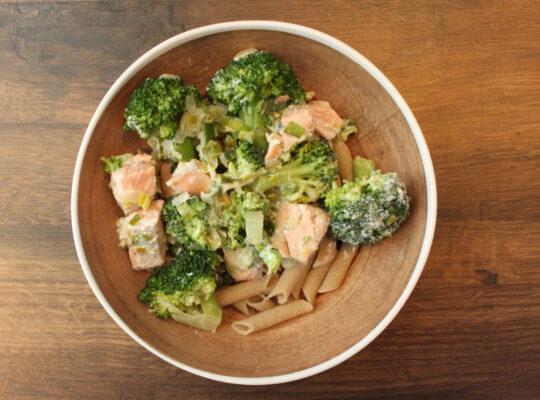 Zalm penne met broccoli en prei